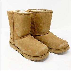 Uggs kids classic II tan boots like new size 3